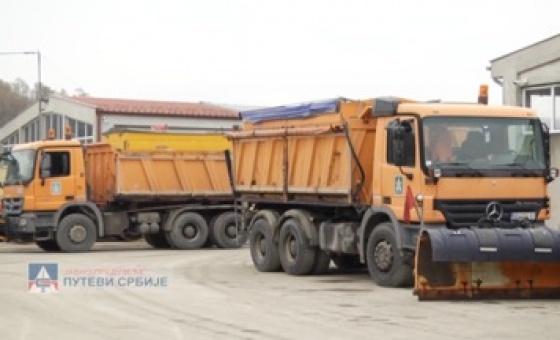 14.11.17. Vehicles road maintenance winter service, video clip